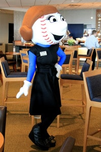Mrs. Met is back!