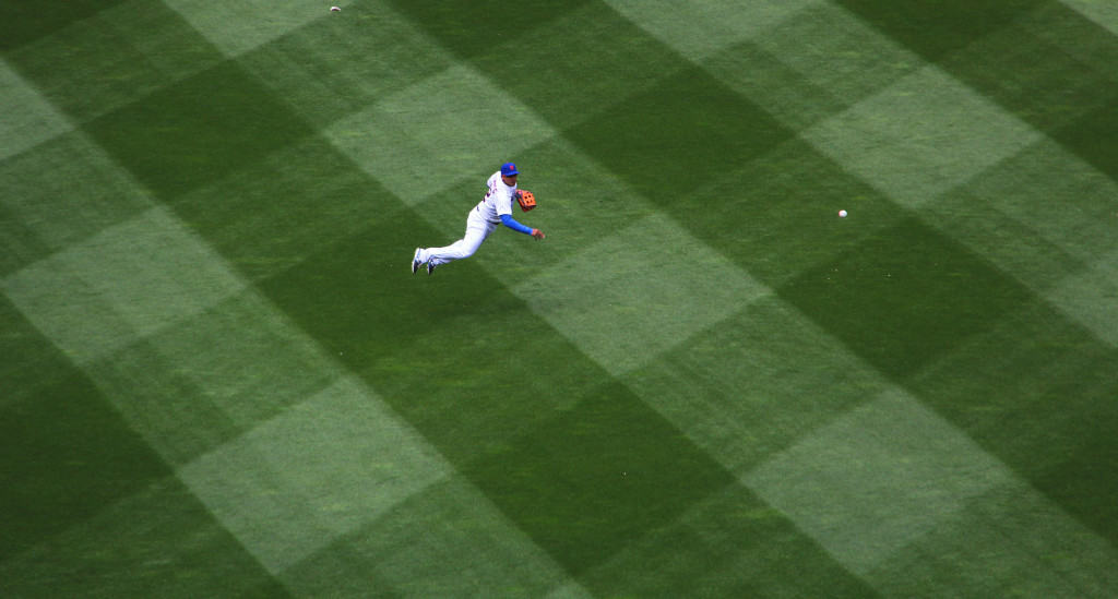 Juan Lagares throws home, April 23, 2015, New York